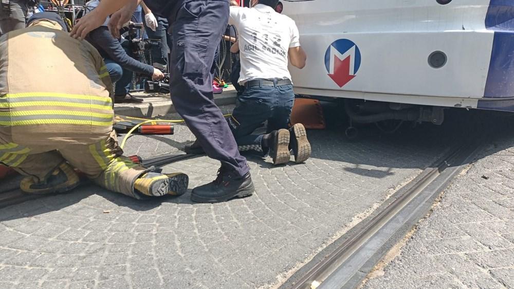 İstanbul'da bir kişi tramvayın altında kaldı - 2
