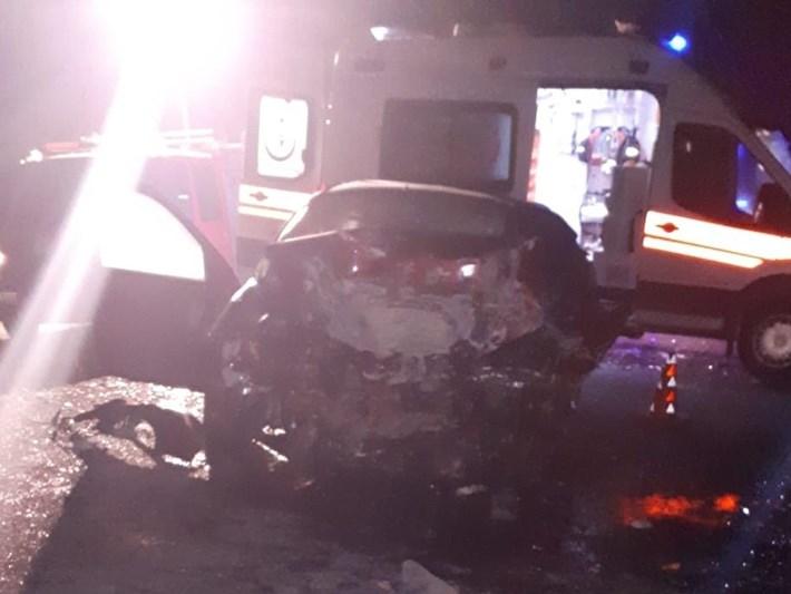 Ağrı'da iki otomobil çarpıştı: 4 ölü