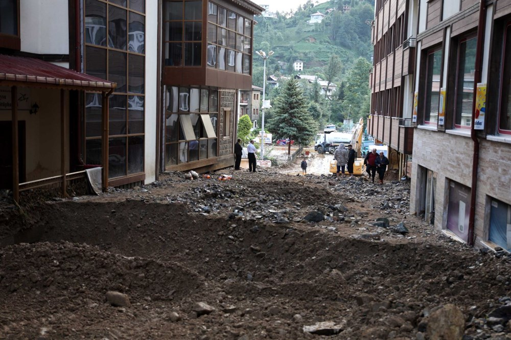Rize'de sel ve heyelan afetinin hasarı gün ağarınca ortaya çıktı - 1