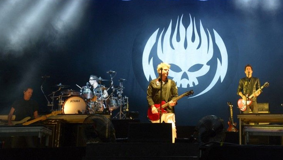 The Offspring grubu aşı olmayan Pete Prada'yı gruptan attı