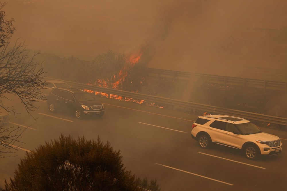 California'da yangınlar kontrol altına alınamadı: Bir helikopter düştü - 10