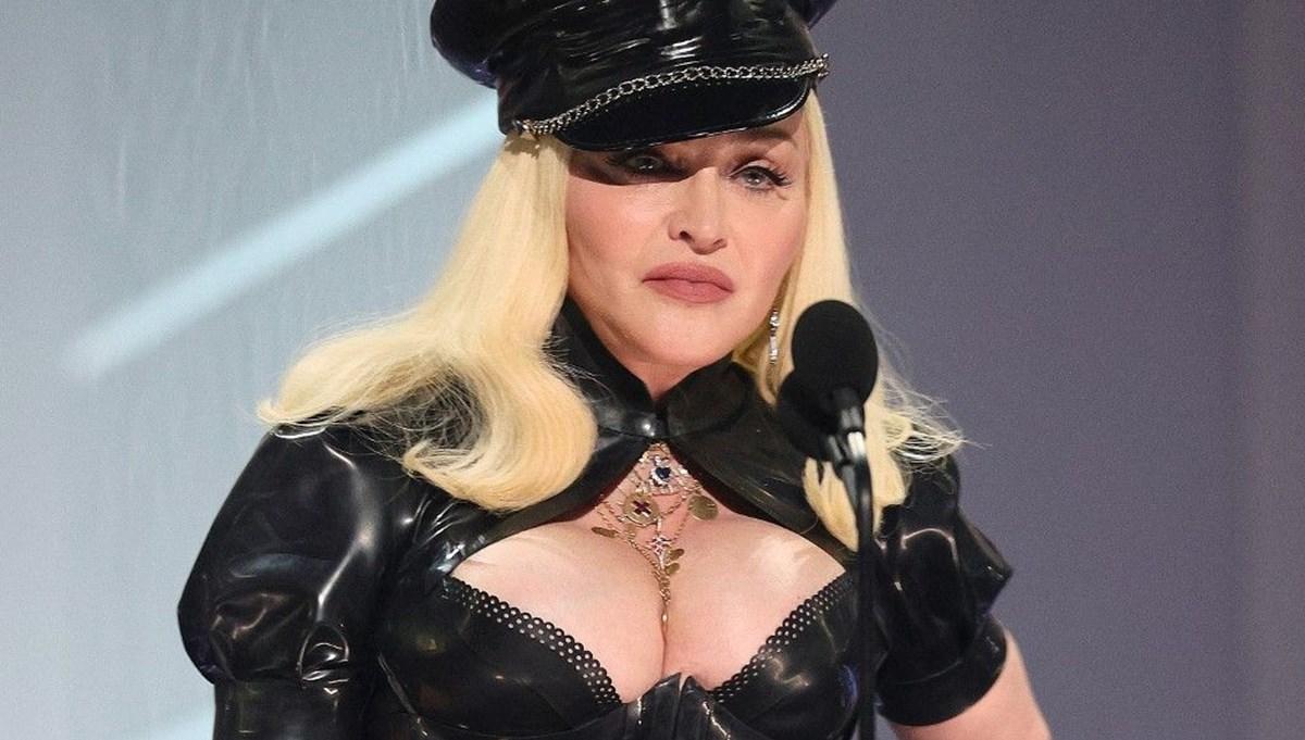 Madonna'dan MTV gecesinde 1 dakikalık açılış şovu