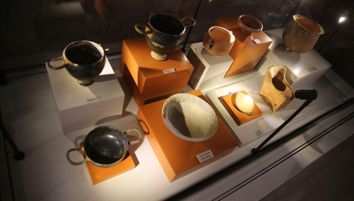Bodrum'da 2 bin 400 yıllık lahit mezardan çıkan eserler ilgi görüyor