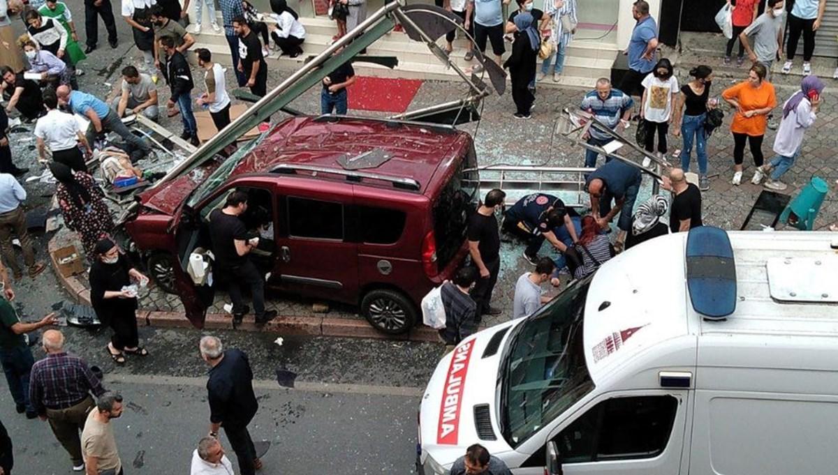 İstanbul'da hafif ticari araç durağa daldı: 1 ölü, 7 yaralı