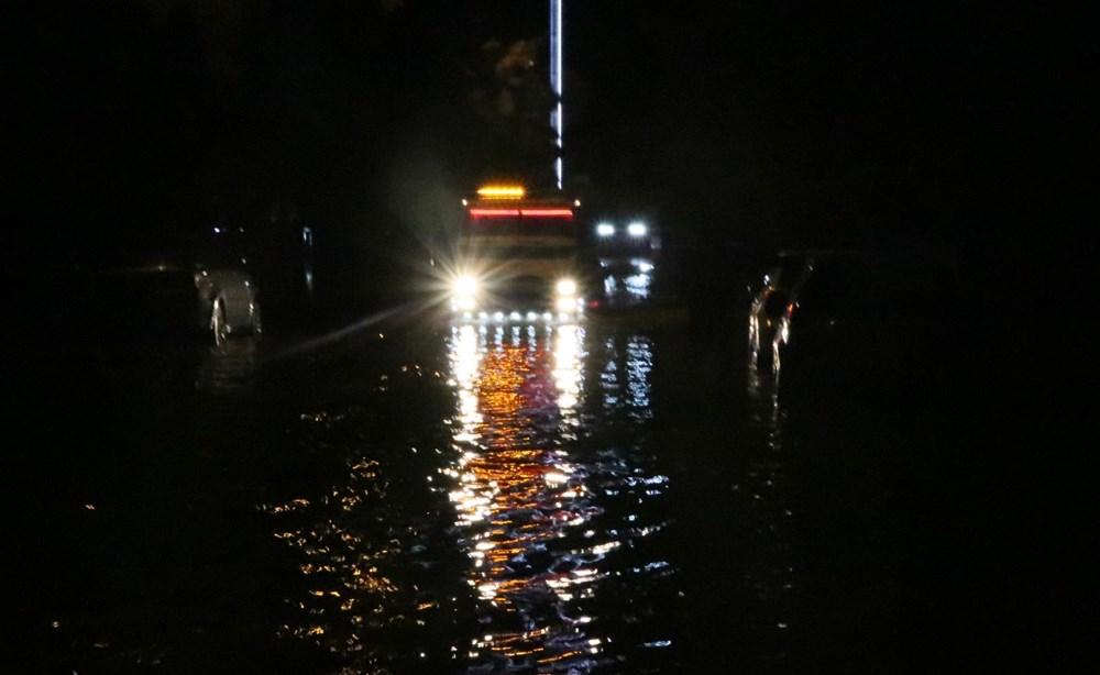 İzmir'de yağışın ardından deniz taştı: 1 kişinin cansız bedenine ulaşıldı - 14