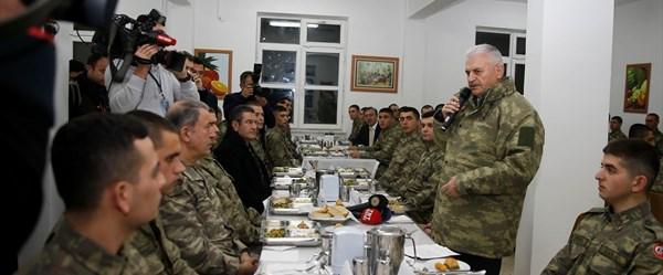 Son dakika haberi... Başbakan Yıldırım:Türk askeri, asker kılığına girmiş alçaklara hak ettiği dersi verdi