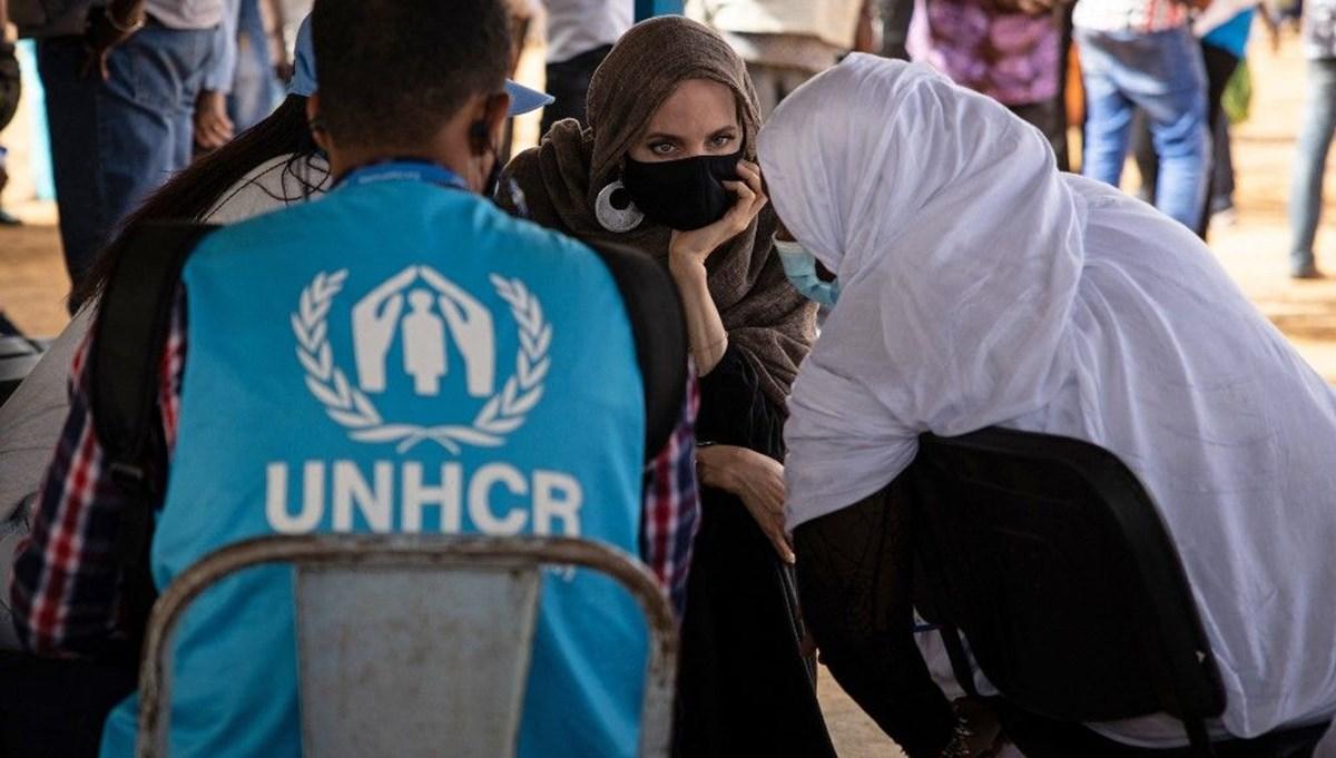Angelina Jolie Burkina Faso'da mülteci kampında