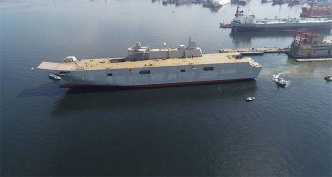 <p>Cumhurbaşkanlığı Savunma Sanayii Başkanlığı tarafından başlatılan Çok Maksatlı Amfibi Hücum Gemisi (LHD) Projesi kapsamında TCG Anadolu gemisinin yapımına başlandı.</p> <p>Türkiye'nin en büyük savaş gemisi olacak TCG Anadolu 2020 sonunda hizmete girecek.</p>