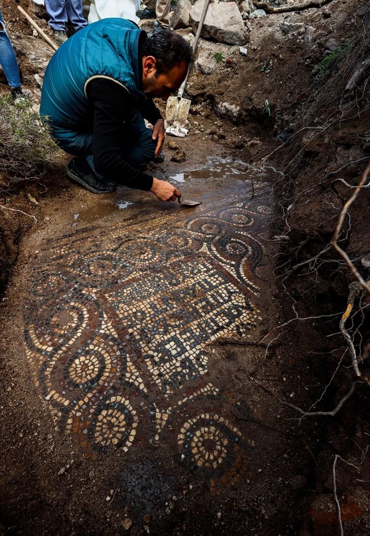 İzmir'de kaçak kazı sırasında manastır ve 1500 yıllık mozaik bulundu - 15