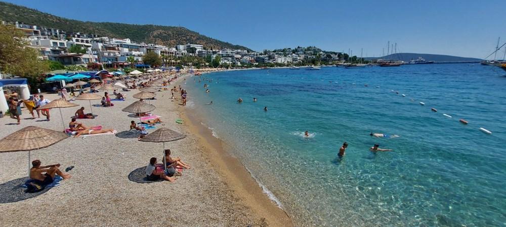 Hava sıcaklığının 32 dereceyi bulduğu Bodrum'da sahiller doldu taştı - 5