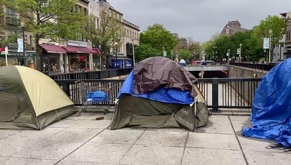 ABD'de evsizler corona virüsten korunamıyor