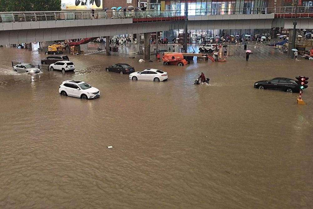 Çin'de 'bin yılın en şiddetli yağmuru' sele neden oldu: 16 can kaybı - 15
