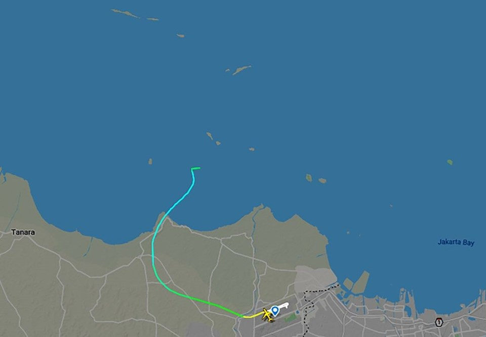 Flightradar24'teki bilgiler, söz konusu uçağın 26 yaşında bir Boeing 737-500 olduğunu gösteriyor.