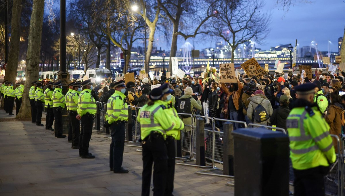 Anger against the police in England does not stop