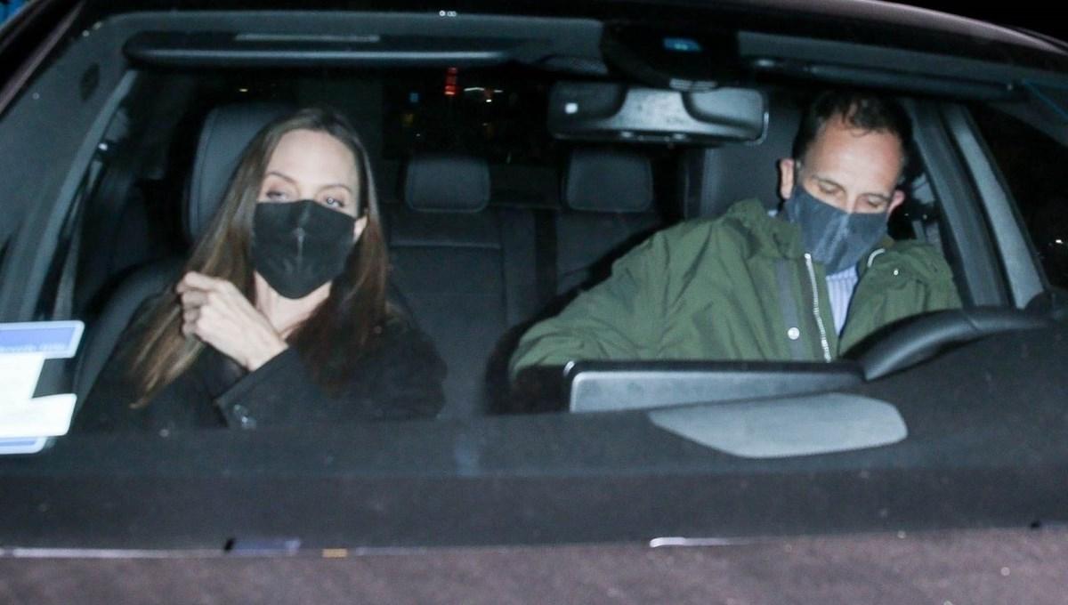 Angelina Jolie ile eski eşi Jonny Lee Miller yemekte görüntülendi