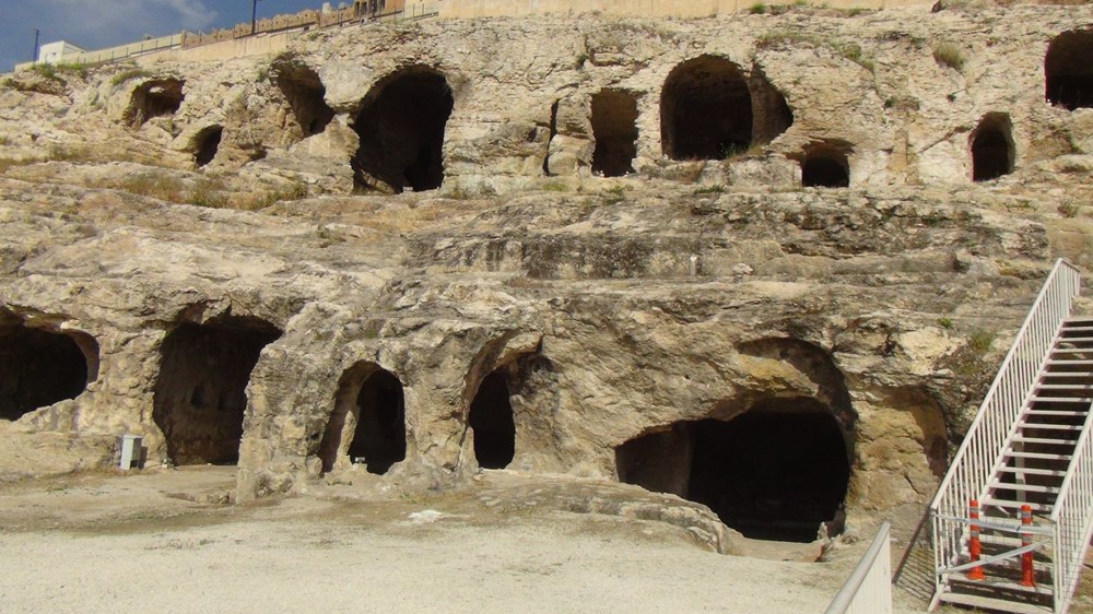 Şanlıurfa'da 2 bin yıllık tarihi kaya mezarları ziyarete açıldı - 2