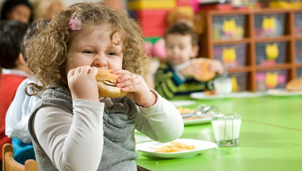 Çocukluk obezitesinde rakamlar katlanarak büyüyor