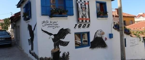 Beşiktaşlı fanatik taraftarın evi görenleri şaşırtıyor