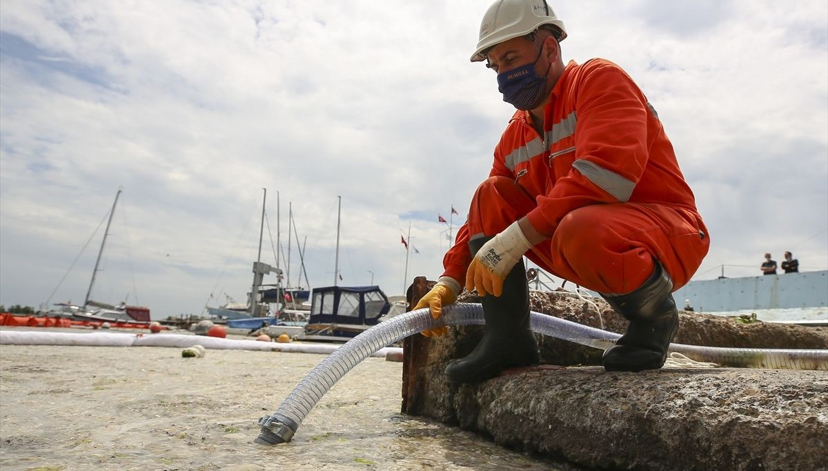 Bakan Kurum, Marmara Denizi'nde 3 günde toplanan müsilaj miktarını açıkladı