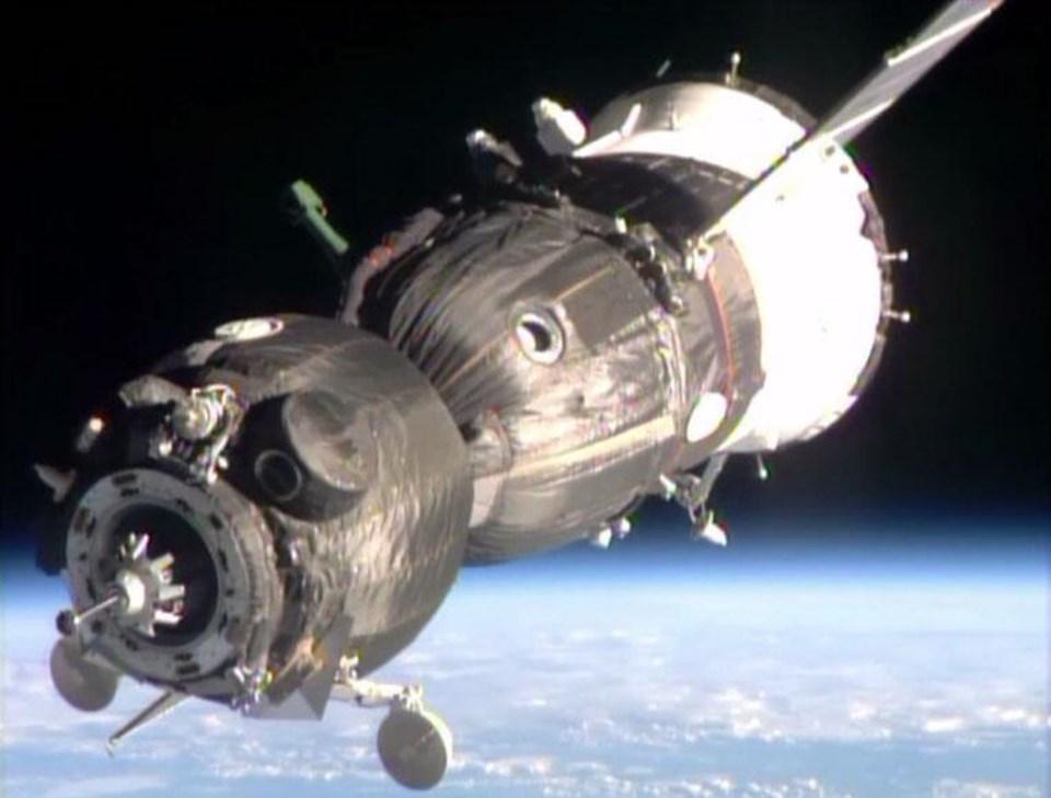 Soyuz'un UUİ'ye bağlanmadan kısa süre önce çekilen fotoğrafı (Twitter/NASA).