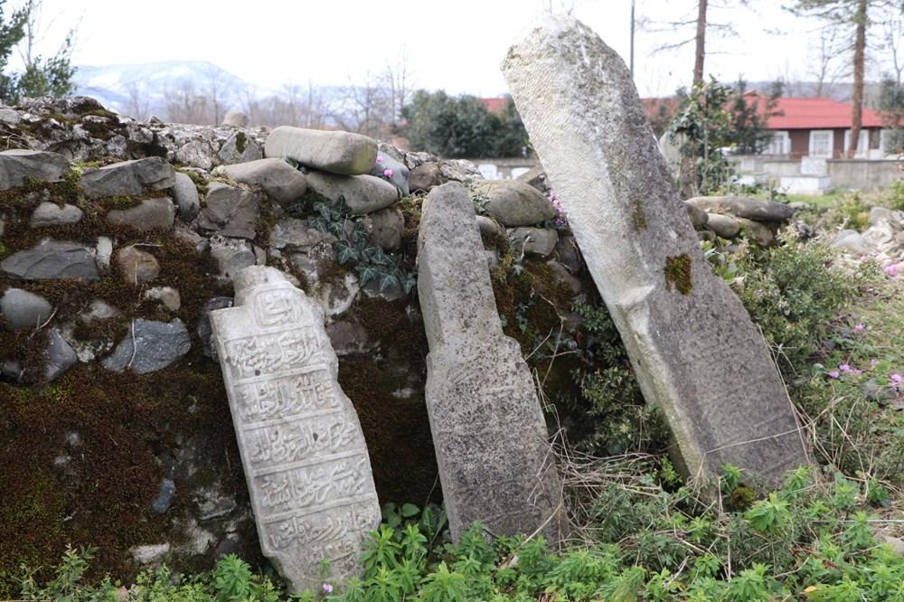 Tarihi Paşa Mezarlığı'nı defineciler talan etti - 4