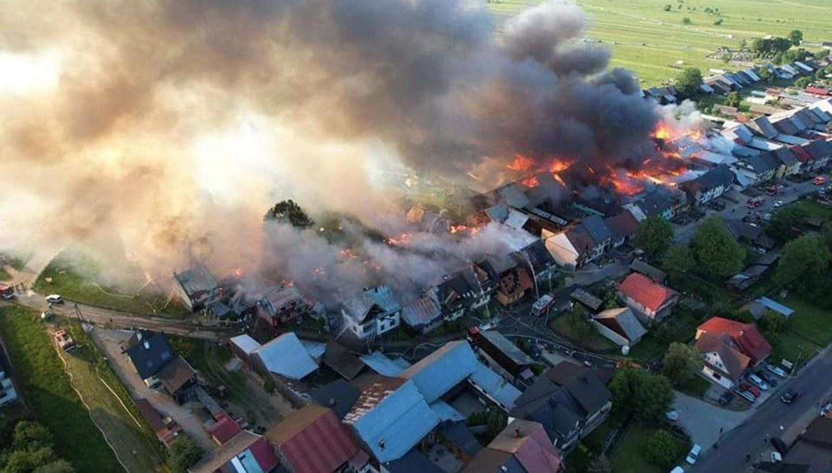Polonya'da bir köyde yangın çıktı: 47 ev yandı, 9 kişi yaralandı
