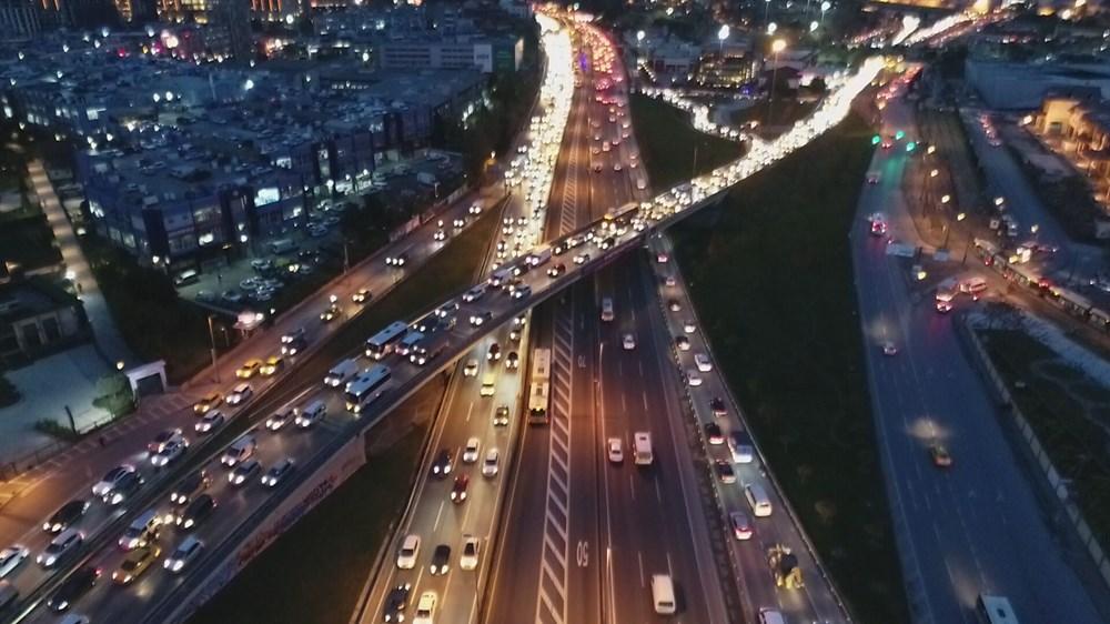 Hafta sonu kısıtlaması öncesi İstanbul trafiği kilit - 11