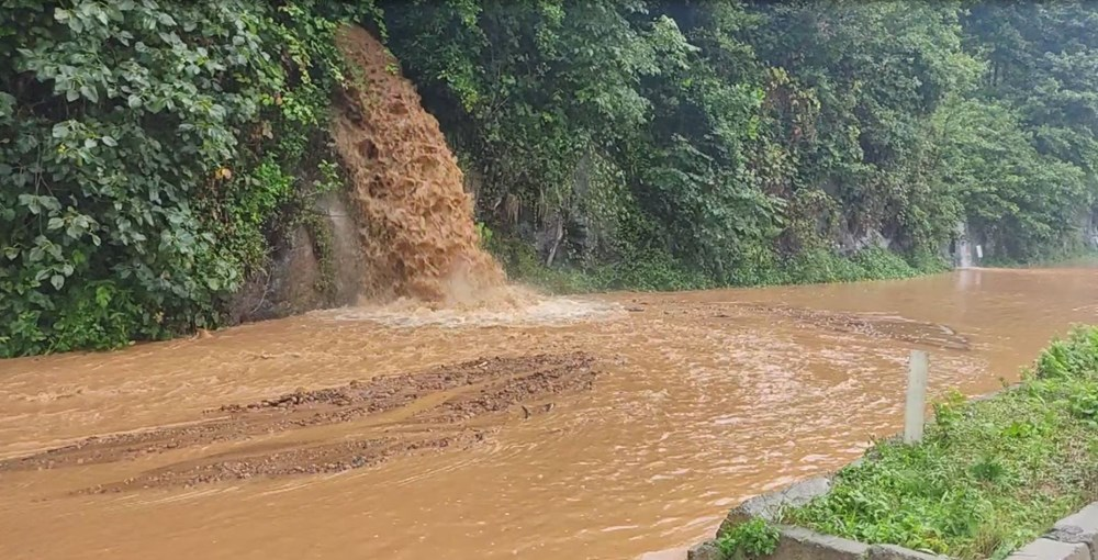Rize ve Artvin'de beklenen yağış başladı: Arhavi'de iki mahalleyi su bastı - 2