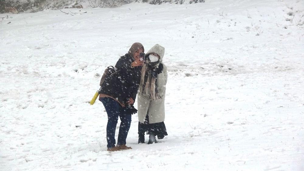 Uludağ'da kar yağışı tatilcileri sevindirdi - 3