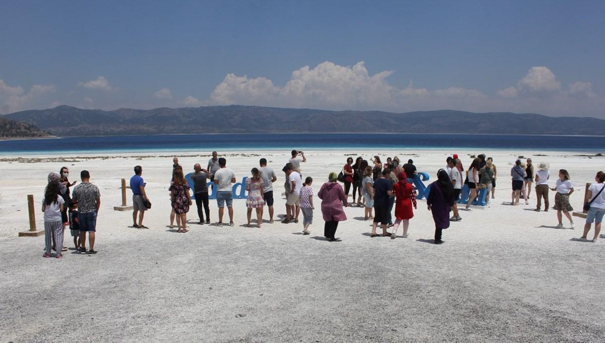 Salda Gölü'ne normalleşmenin ilk hafta sonunda ziyaretçi akını