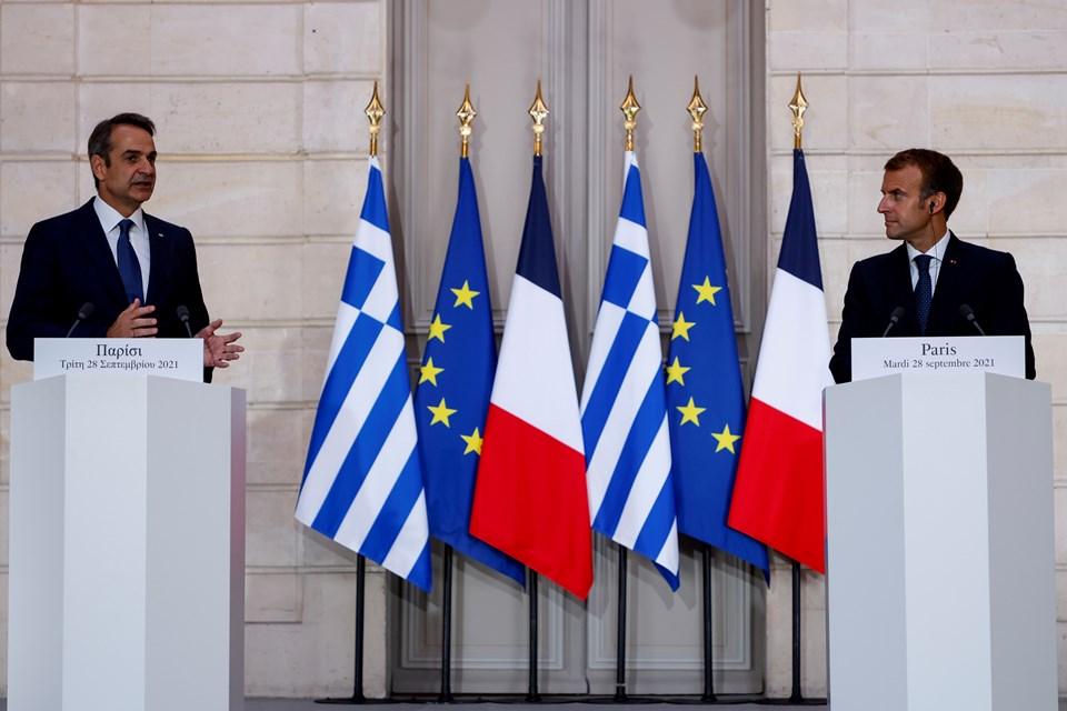 Miçotakis ve Fransa Cumhurbaşkanı Emmanuel Macron (solda) 28 Eylül'de Fransa'daki Cumhurbaşkanlığı Konutu Elysees Sarayı'nda bir araya gelmişti.