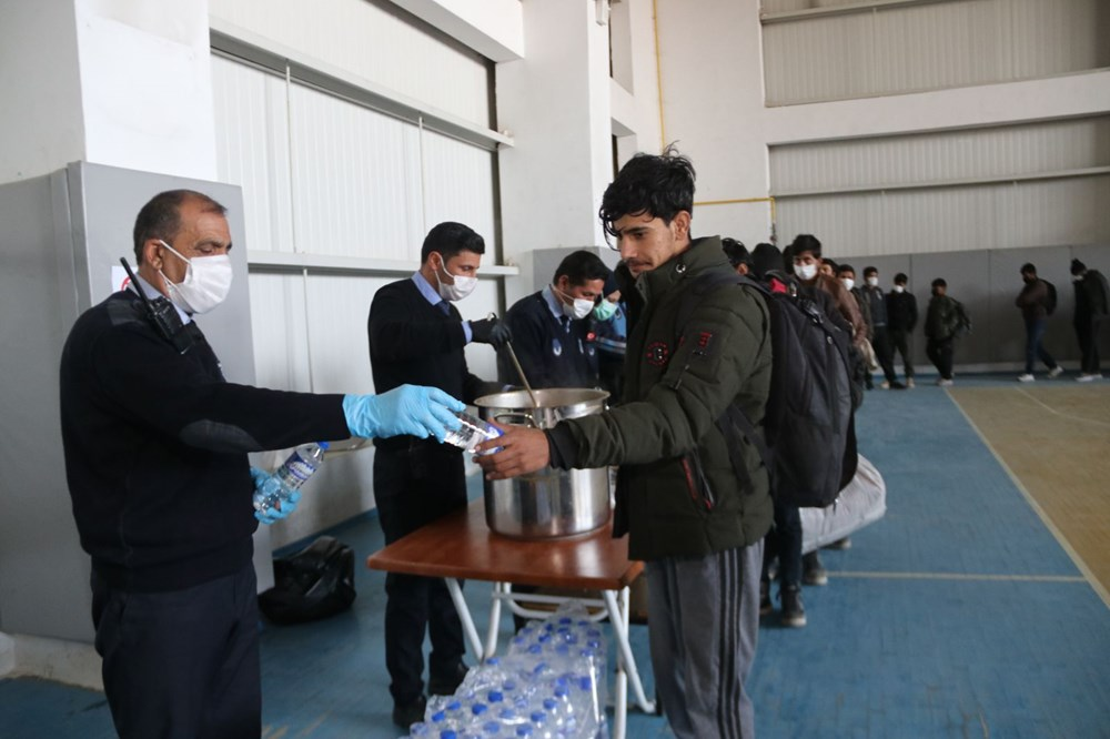 TIR dorsesinden 218 kaçak çıktı - 7