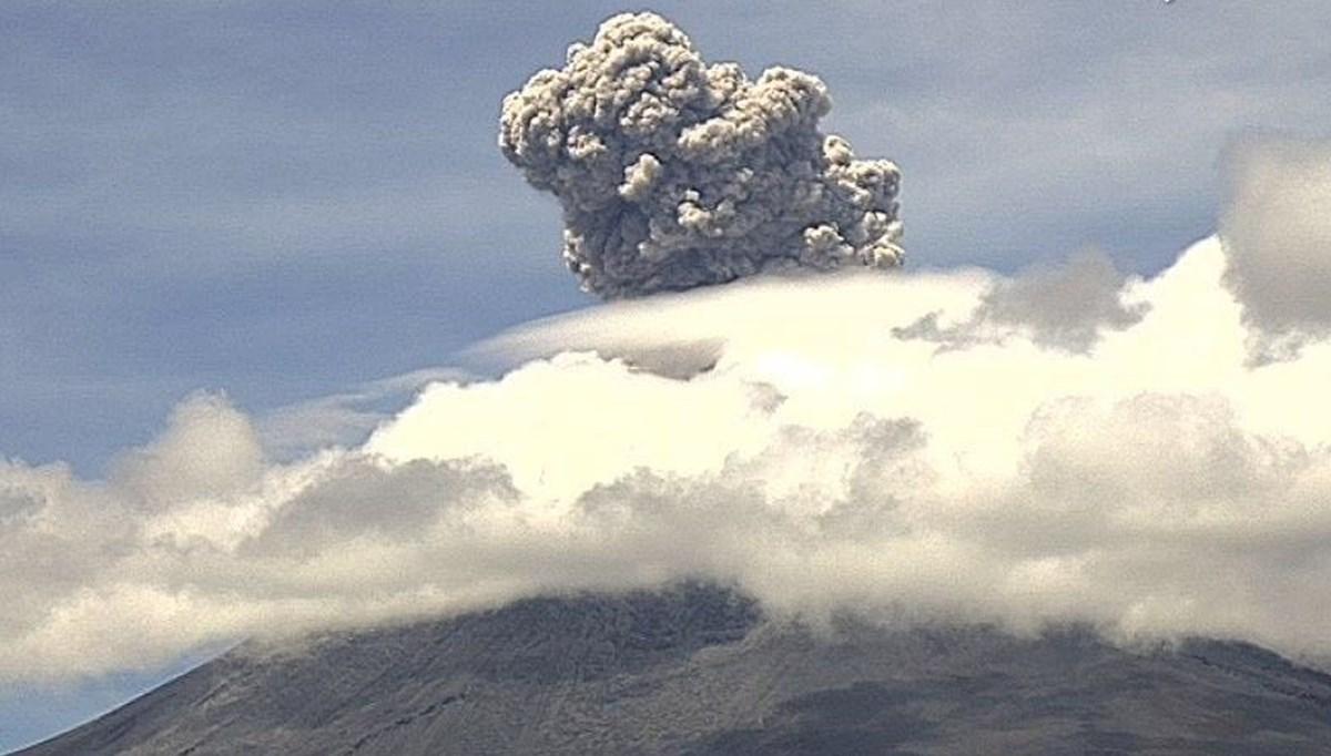 Yanardağın patlama anı kamerada