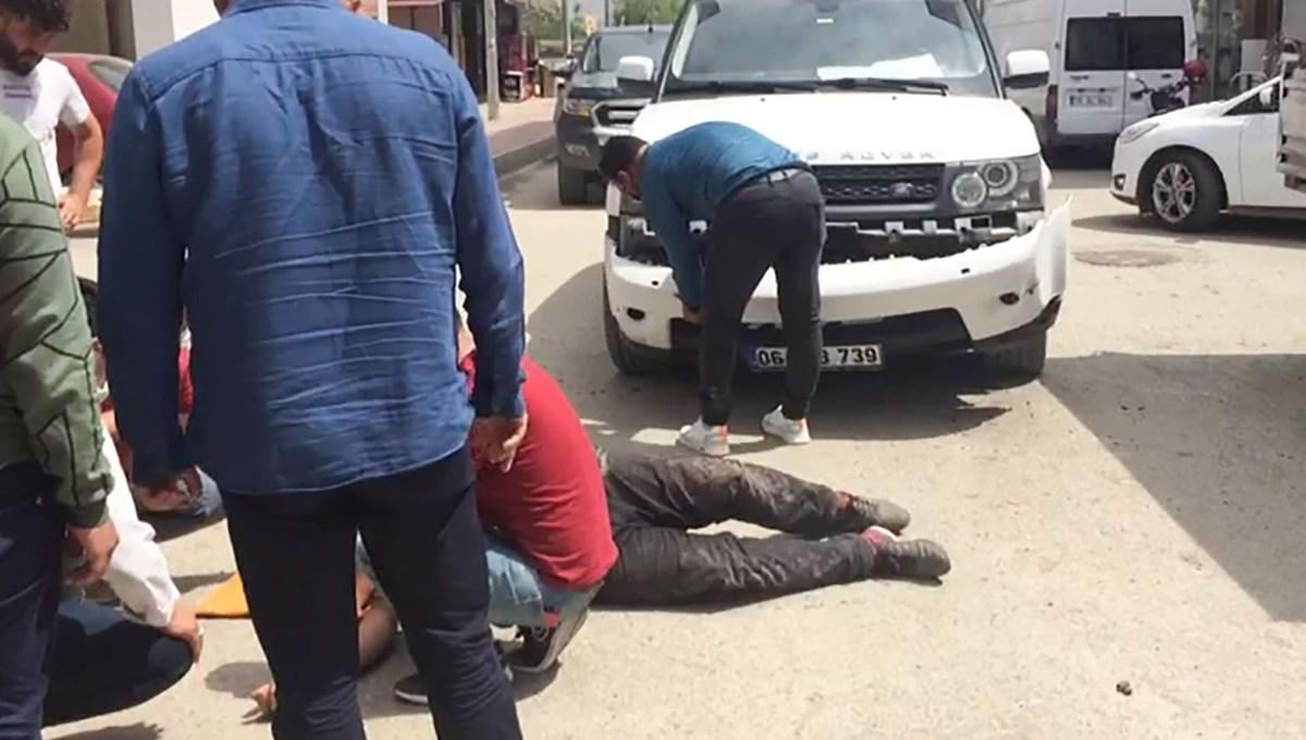 Çarptığı motosikletli yaralandı o cipiyle ilgilendi