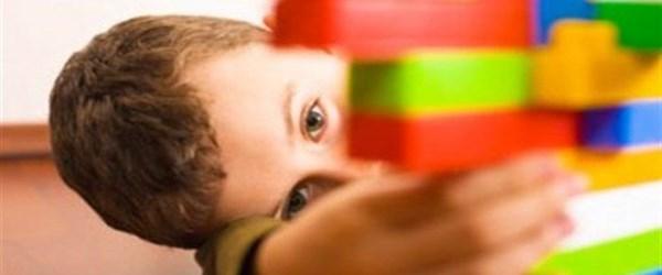 Otizmde özel eğitim saatleri artırılsın