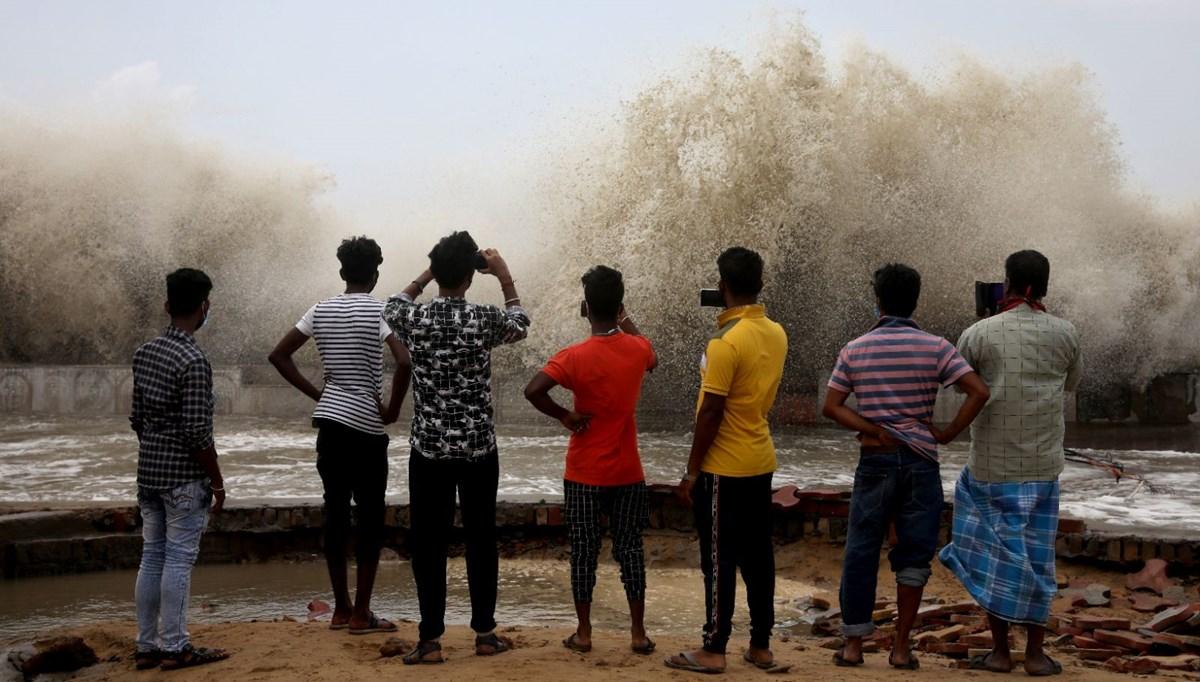 Hindistan kıyılarını Yaas Kasırgası vurdu: 1 milyon kişi tahliye edildi