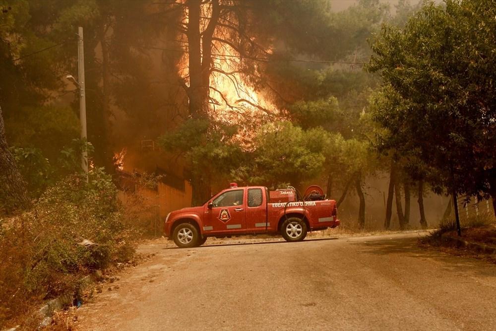 Yunanistan'da yangın: Atina'daki evleri tehdit ediyor - 3