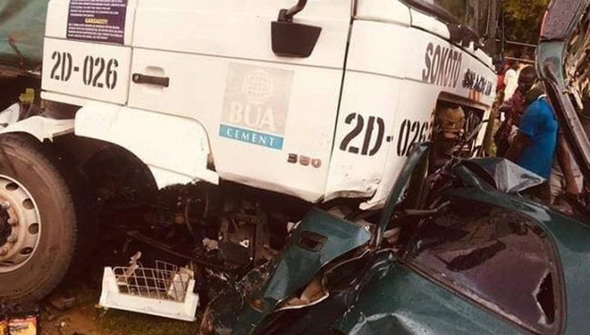 Nijerya'da trafik kazası: 14 ölü
