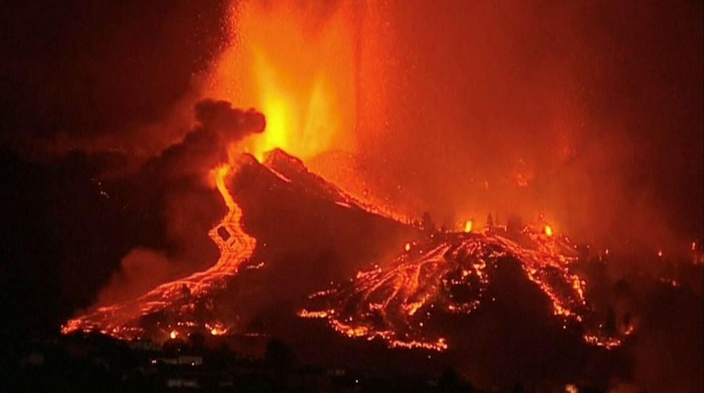 Kanarya Adaları'ndaki Cumbre Vieja yanardağı faaliyete geçti: 5 bin kişi tahliye ediliyor - 2