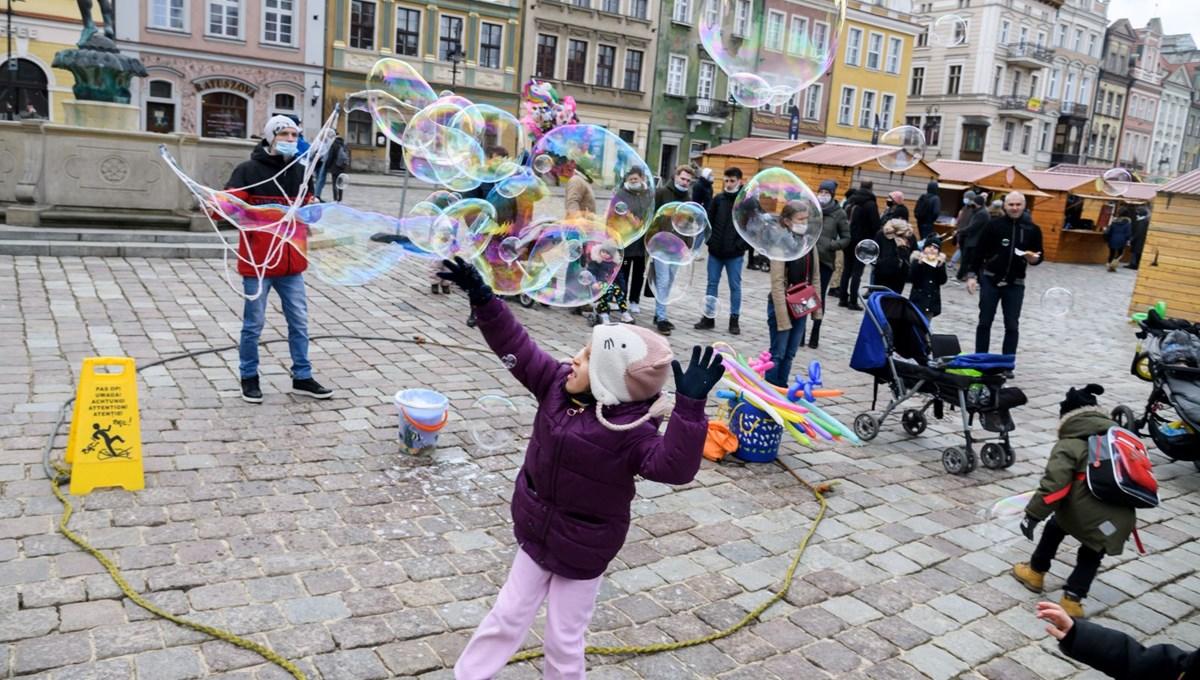 Polonya'da ikinci çocuktan itibaren doğacak her bebek için 3 bin dolar ödeme yapılacak