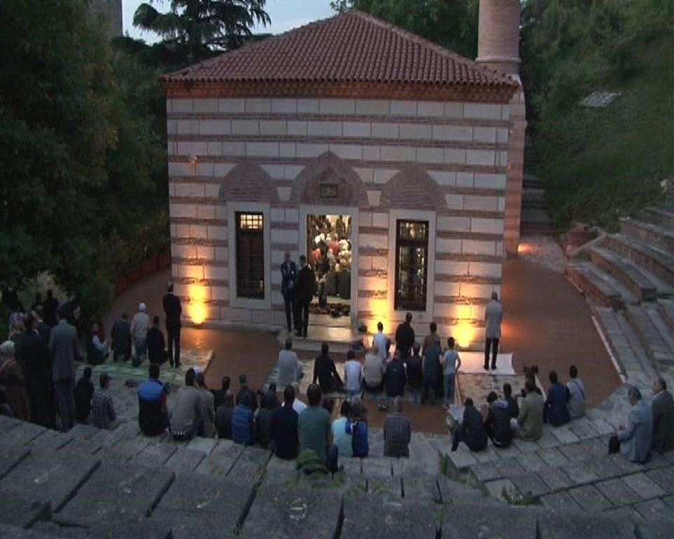 İstanbul'un fethinin 563. yıl dönümündeRumelihisarı Camii'nde sabah namazı.