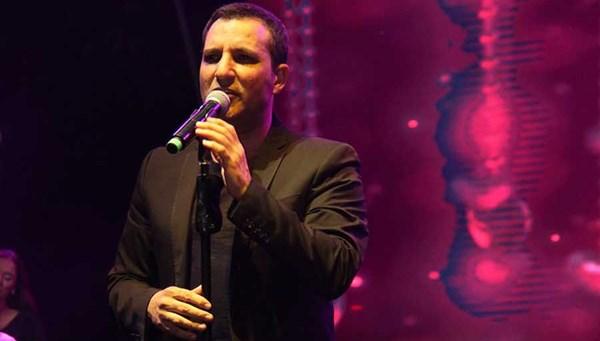 Rafet El Roman'dan Evinde Kal şarkısı