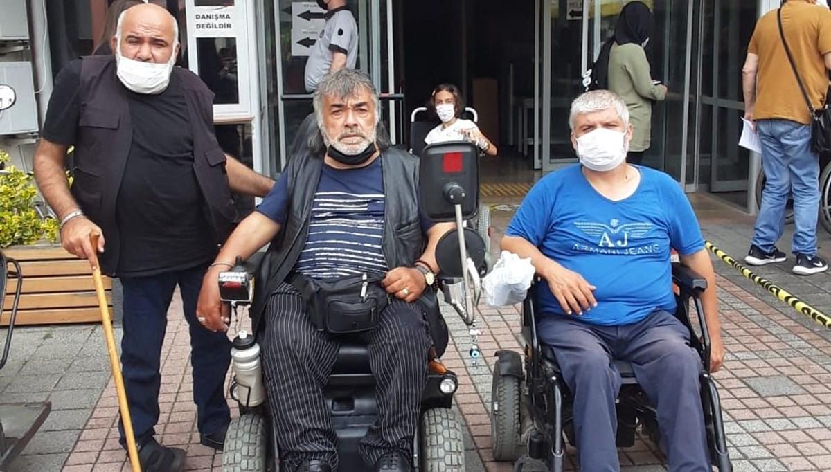 Büfede oturan engellileri dövdüler