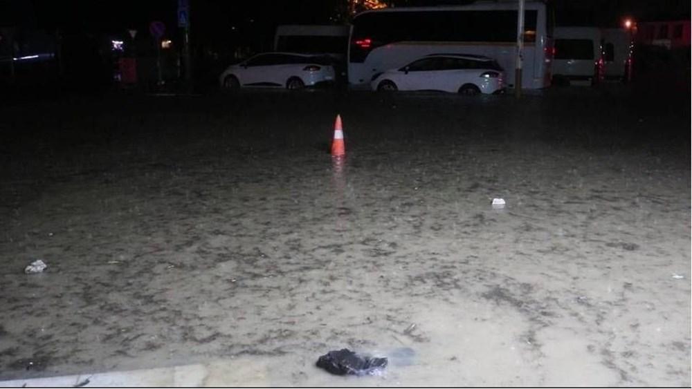 İzmir'i sel vurdu: 2 can kaybı - 27
