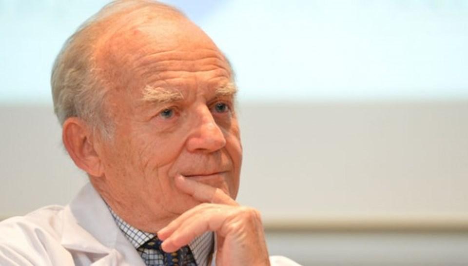 Ameliyat ekibinde yer alan Prof. Alain Carpentier