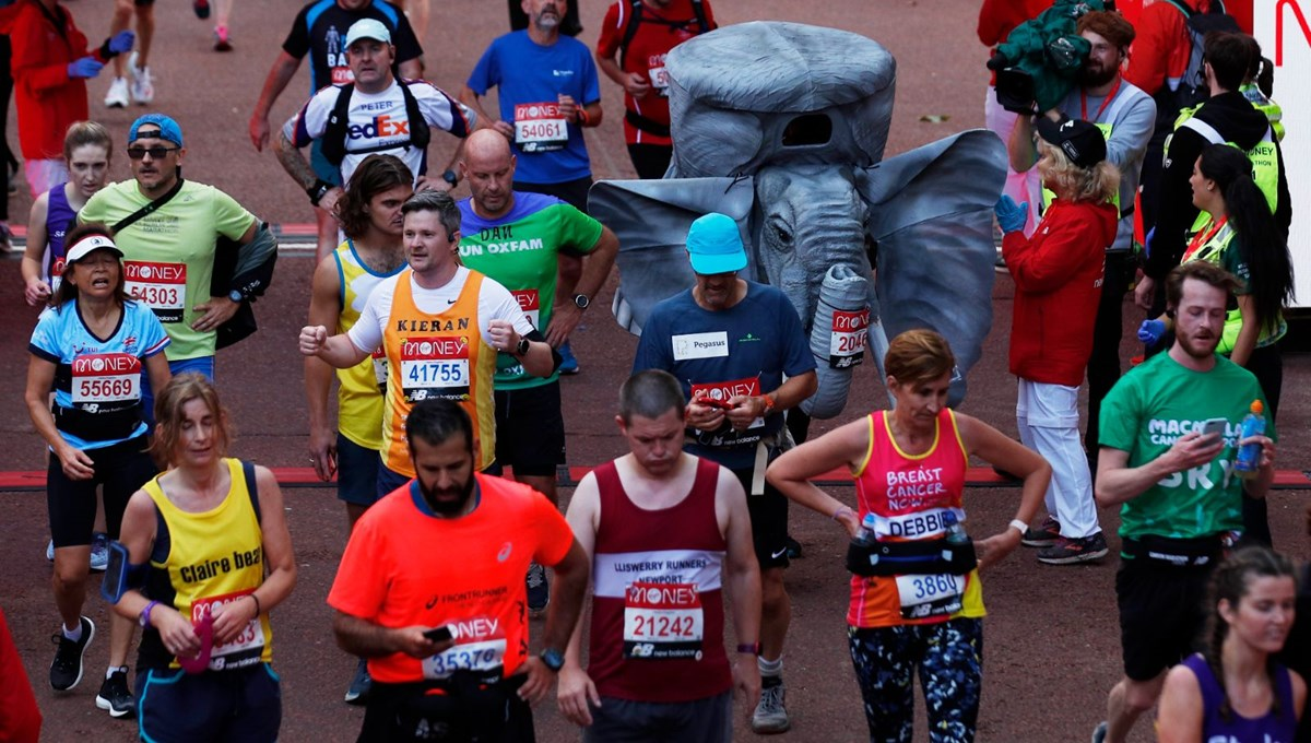 889 gün sonra yeniden düzenlenen Londra Maratonu'nda maskotlar da koştu