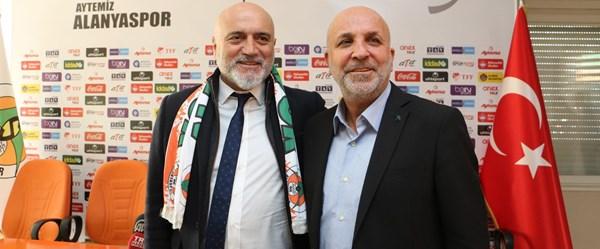A. Alanyaspor, Hikmet Karaman'la sözleşme imzaladı