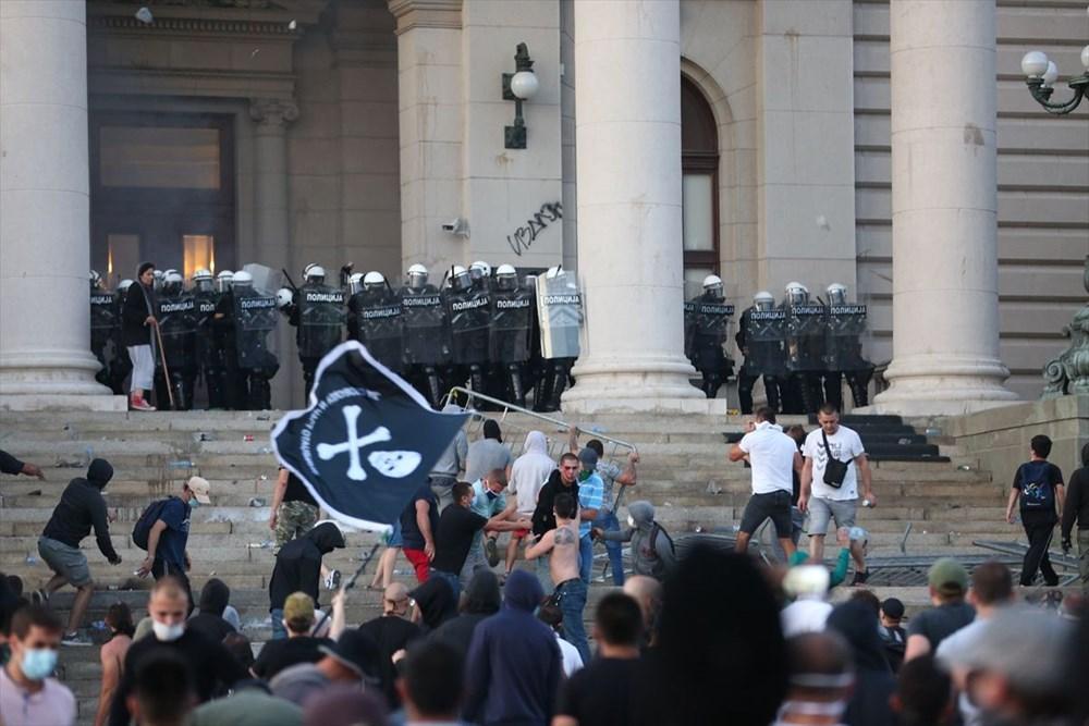 Sırbistan'da Covid-19 tedbirlerine karşı gösteriler sürüyor - 14