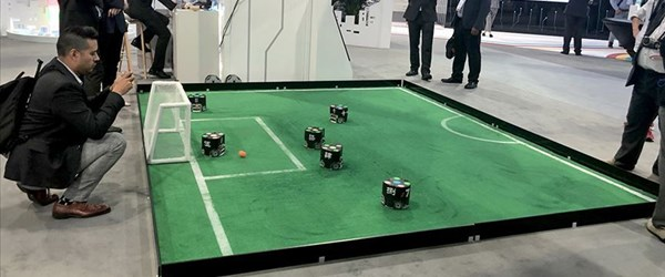Dünya şampiyonu robot futbolculara yoğun ilgi
