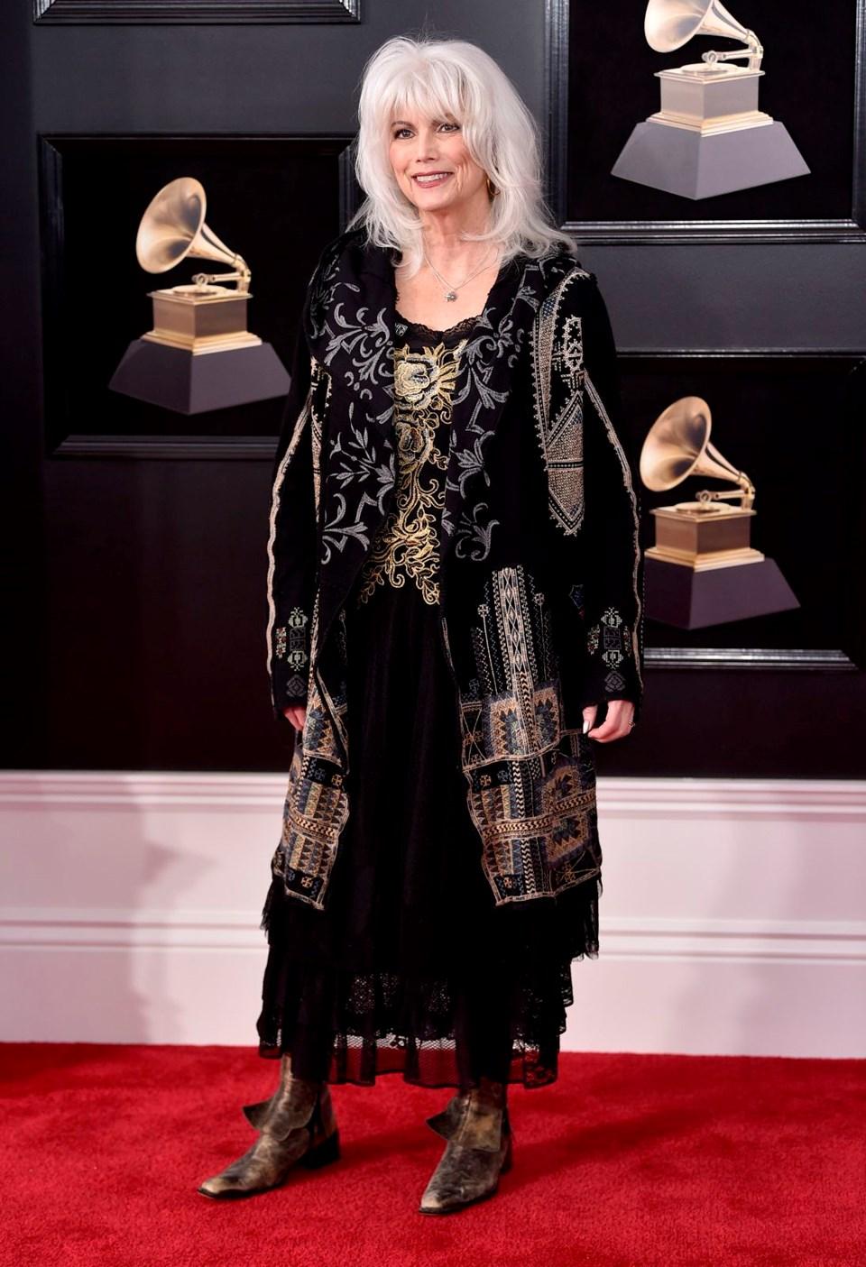 2018 Grammy Ödül Töreni, kırmızı halı, Emmylou Harris
